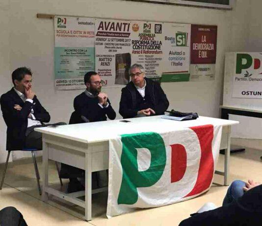 Al centro il segretario cittadino del PD Fabio Giorgino