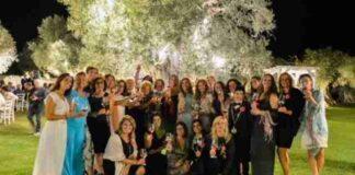 donne del vino foto di gruppo