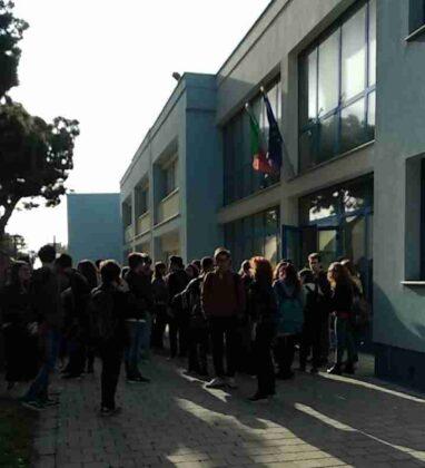 Vandali in Azione al Liceo Scientifico Interviene la Polizia