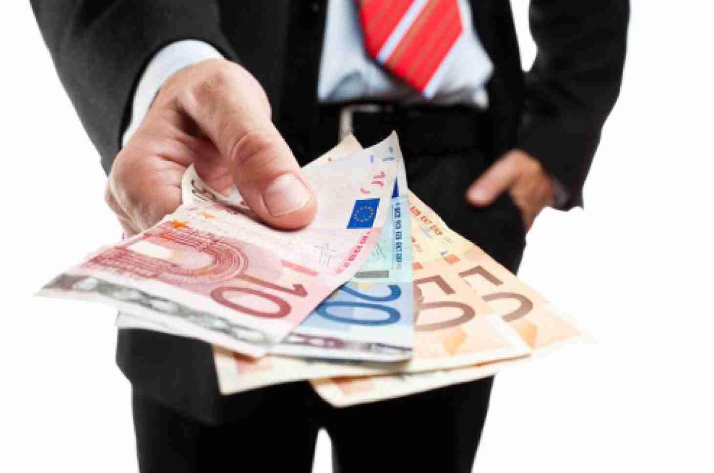 Calano i tassi dei prestiti, cresce la fiducia di banche e famiglie