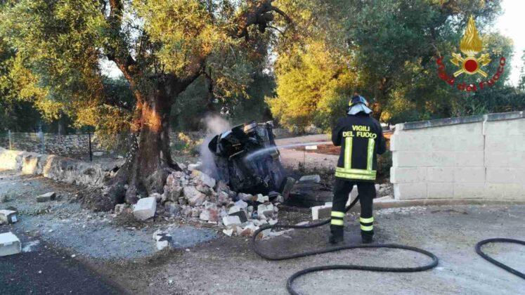 Incidente fra Ostuni e San Michele Salentino: un'auto prende fuoco