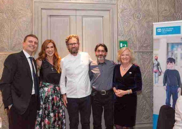 """""""Vieni a cena da Carlo Cracco"""", lo chef stellato si spende per i SOS Villaggi dei Bambini"""