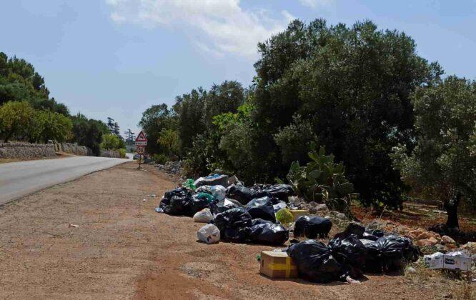 Rifiuti, situazione insostenibile: abbandoni di buste nelle campagne